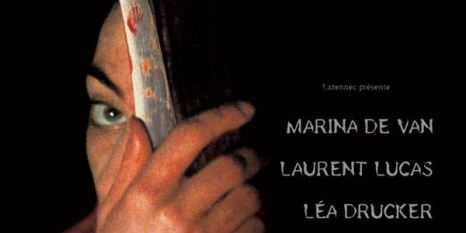 81.- DANS MA PEAU (Marina de Van, 2002) Francia