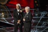 Alan Robert Murray y Bub Asman recogen su premios al mejor Montaje de Sonido por 'El francotirador'