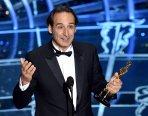 Alexandre Desplat recoge su Oscar a la Mejor Banda Sonora por 'El gran Hotel Budapest'