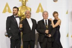 Chris Evans y Sienna Miller junto a los ganadores Alan Robert Murray y Bud Asman por 'El francotirador'