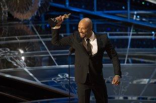 Common recibe su Oscar a la Mejor Canción