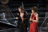 Ellen Goosenberg Kent y Dana Perry con su Oscar al Mejor Corto Documental