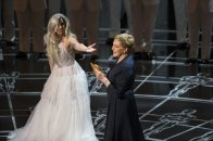 Lady Gaga junto a Julie Andrews