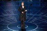 Milena Canonero recoge su premio al Mejor Diseño de Vestuario por 'El gran Hotel Budapest'