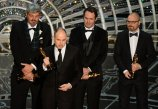Paul Franklin, Andrew Lockley, Ian Hunter y Scott Fisher con su Oscar a los Mejores Efectos Visuales