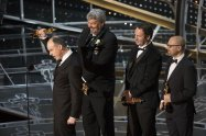 Paul Franklin, Andrew Lockley, Ian Hunter y Scott Fisher con su Oscar por 'Interstellar'