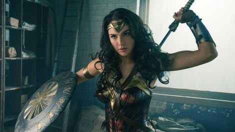 Wonder-Woman-Gal-Gadot-quiere-explorar-la-bisexualidad-de-su-personaje-con-Halle-Berry_landscape-660x373